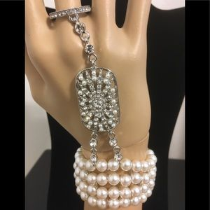 Jewelry - Slave bracelet in pearls and crystals. Silver tone